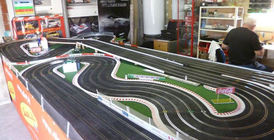 le circuit de slot racing de l tratslot. Black Bedroom Furniture Sets. Home Design Ideas