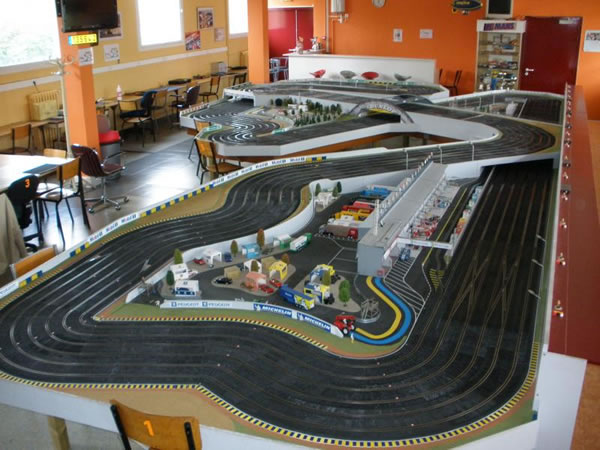 Piste du club de slot racing du Mans