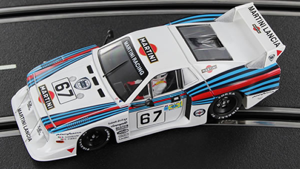 Sideways La Lancia Beta Martini Racing SW22 est disponible