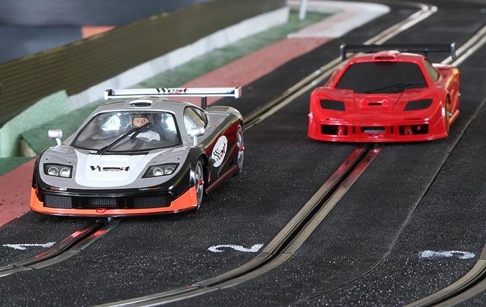 BRM McLaren F1 GTR 1-24 une voiture de course sans demi mesure
