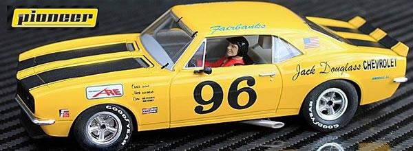 Pioneer: La Chevrolet Camaro Z28 Yellow #96