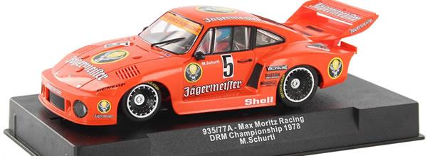 Sideways: la Porsche 935/77a Jagermeister est arrivée