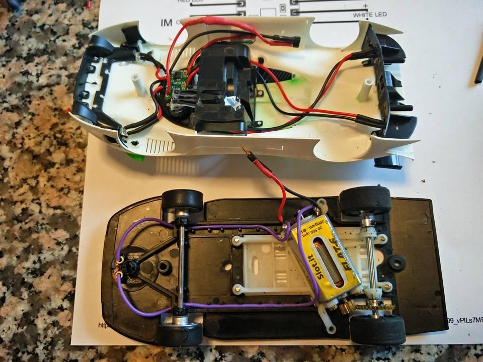 MB Slot: Le kit lumière avec commutateur magnétique