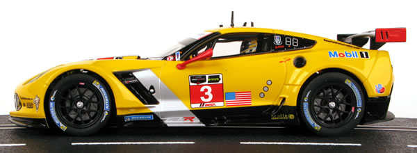Carrera: Trois Corvette C7 R pour le slot racing