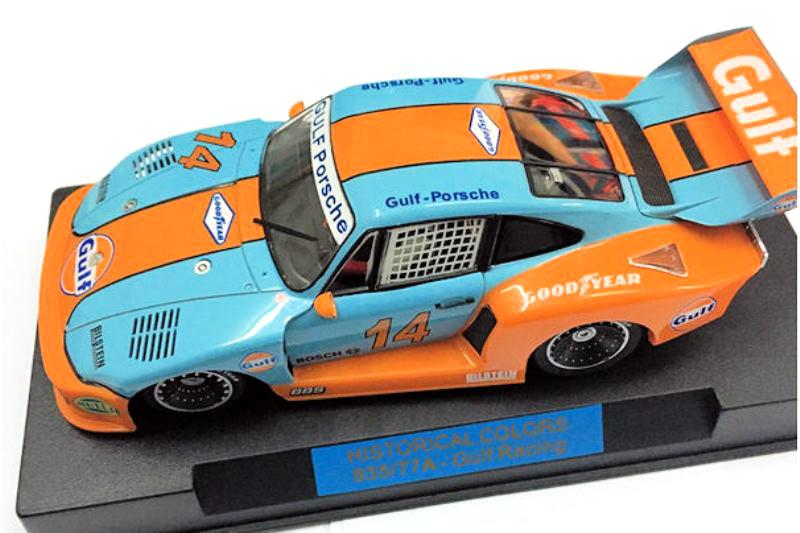 Porsche 935 - Gulf Edition + Petrol Pump