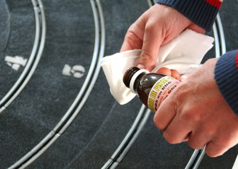 Sloting Plus: Un produit pour nettoyer les rails des circuits routiers