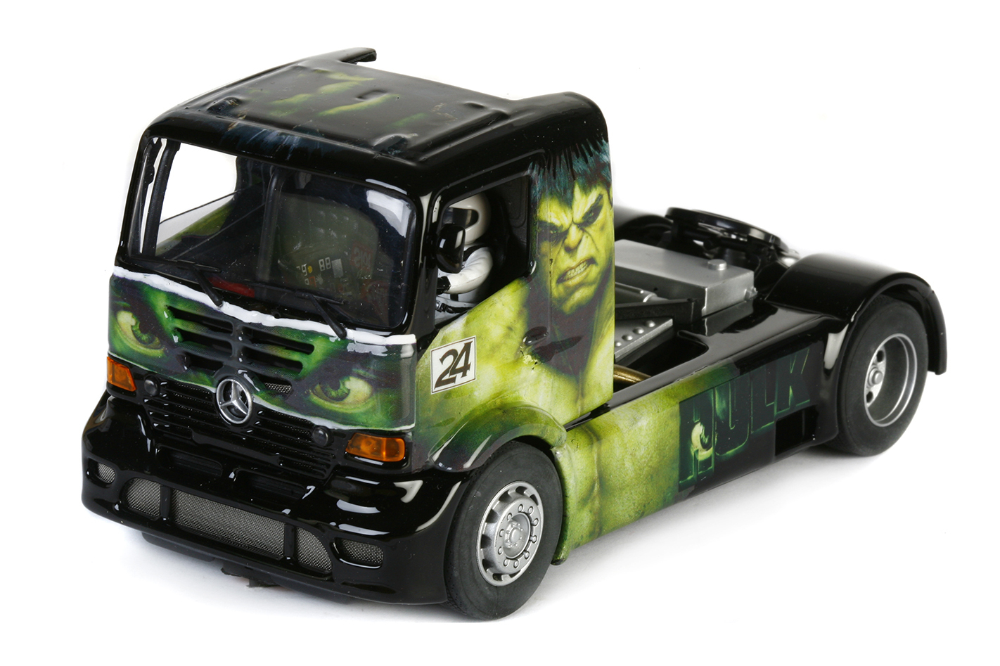 "Más Slot: Un slot truck Mercedes ""HULK"" à l'échelle 1/32"