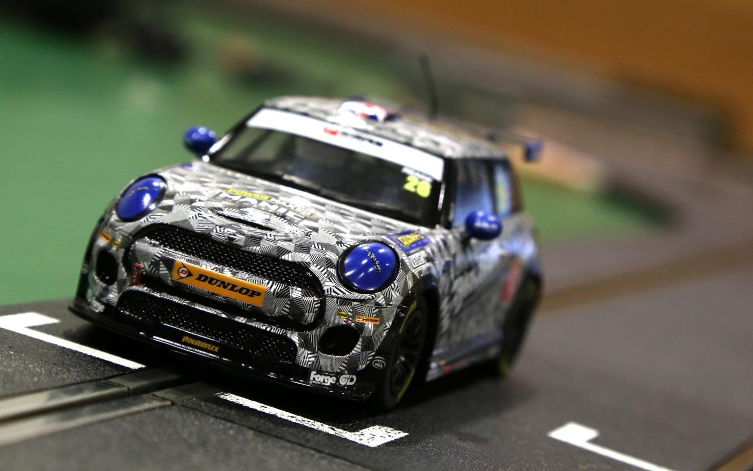 Scalextric: BMW Mini Cooper, Mini Challenge 2016 – Luke Reade