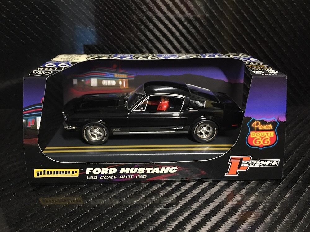 P056 Pioneer Mustang Fastback GT, Jet Black, « Route 66 »