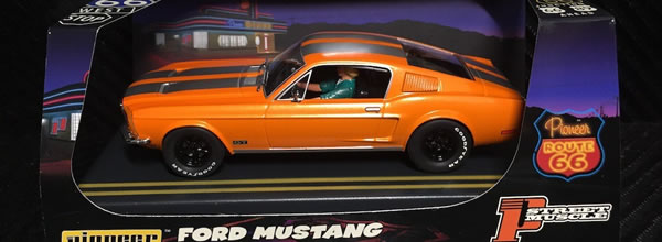 """Pioneer: Quatre Mustang Fastback """"Route 66"""" en approchent"""