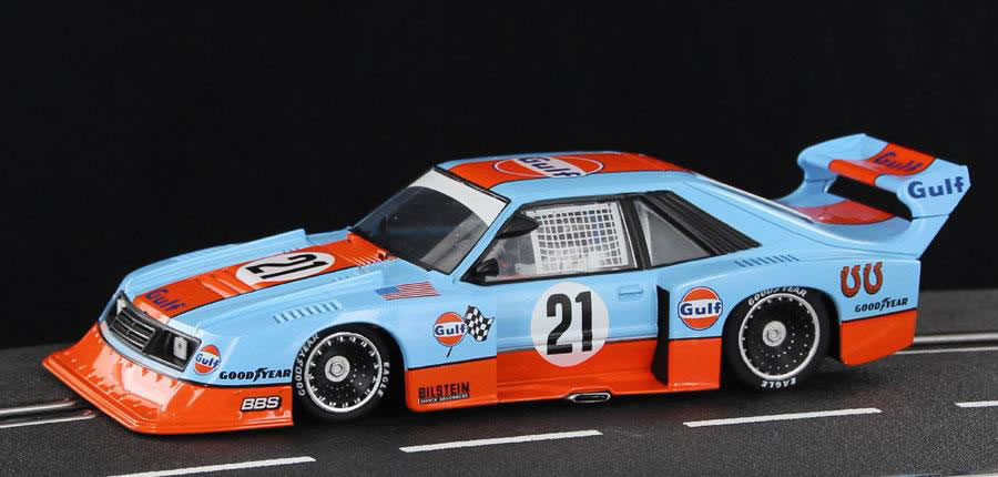 "Sideways: Ford Mustang Turbo ""Édition Gulf Livery #21"" - HC05"