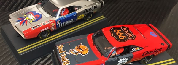 Pioneer Slot Car: deux magnifiques Dodge Hemi Charger