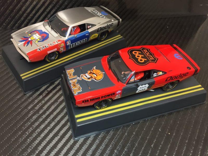 Pioneer Slot Car deux magnifiques Dodge Hemi Charger