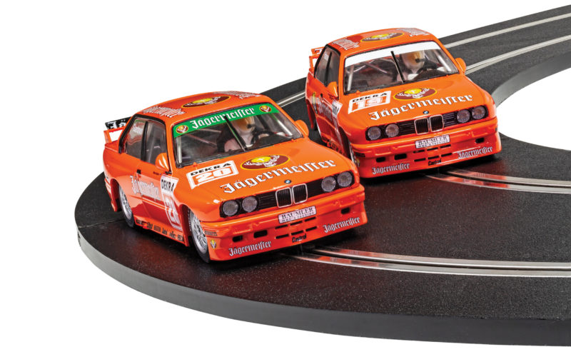 Scalextric le coffret BMW E30 M3 - Team Jagermeister Twin Pack (C4110A)