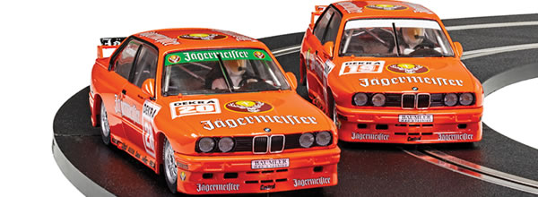 Scalextric: le coffret BMW E30 M3 – Team Jagermeister Twin Pack (C4110A)