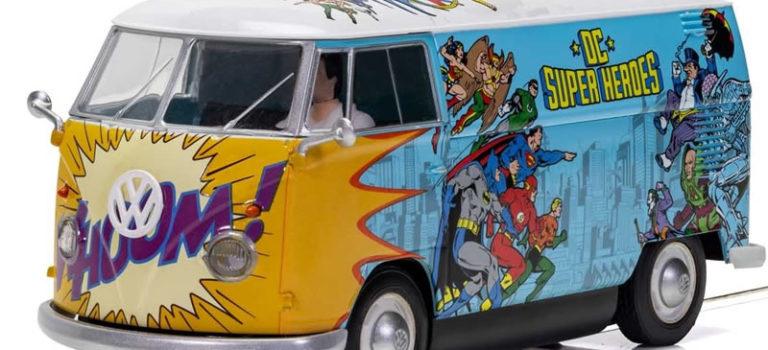 Scalextric: le combi VW Van T1b – DC Comics