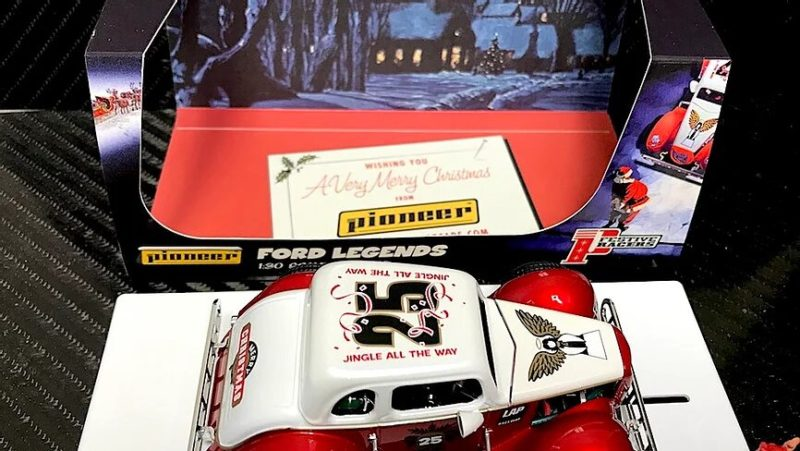 Pioneer-slot - Santa Legends Racer '34 Ford Coupe, 'The Legends of Christmas' P118
