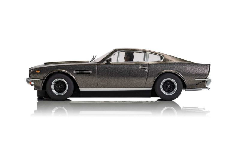 Scalextric l'Aston Martin V8 James Bond 'No Time To Die'