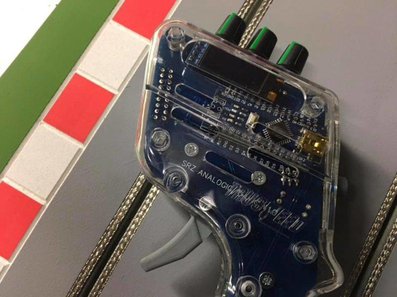 Sillage Racing Une poignée de slot avec écran pour voir ses réglages