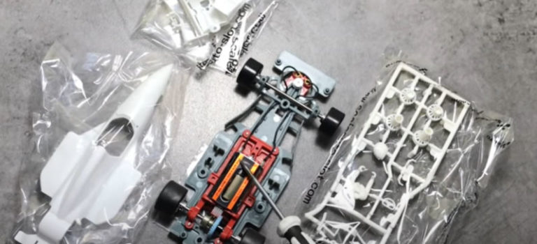 Découvrez la vidéo Unboxing de la Formula 90-97 de Scaleauto